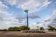 Drie Bevoegdheden Plein - Praca-Dos Tres Poderes - en Braziliaanse Vlag - Brasilia, Federale Distrito, Brazilië stock foto's