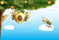 Drie bijen met een bijenkorf Stock Afbeelding