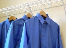 Drie blauwe overhemden Stock Fotografie