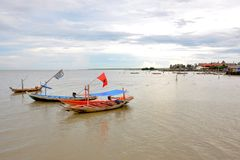 Drie boten op het Strand Stock Afbeelding
