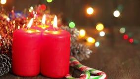 Drie brandende kaarsen van Kerstmis stock videobeelden