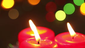 Drie brandende kaarsen van Kerstmis stock footage