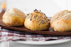 Drie broodjes met zaden royalty-vrije stock afbeelding