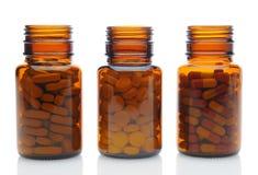 Drie Bruine Geneeskundeflessen met Verschillende Drugs Royalty-vrije Stock Afbeeldingen