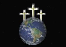 Drie Christelijke Kruisen hangen over Aarde Royalty-vrije Stock Afbeeldingen