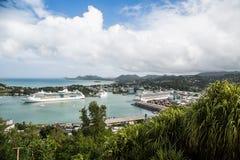 Drie Cruiseschepen in Baai Stock Fotografie