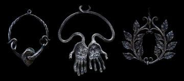 Drie decoratieve gesmede die ringen van metaaltegenhangers op een zwarte worden geïsoleerd Royalty-vrije Stock Foto