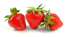 Drie die aardbeien op witte achtergrond worden geïsoleerd? Stock Afbeelding