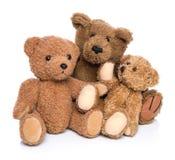 Drie die teddyberen op wit worden geïsoleerd - concept voor gelukkige familie. Stock Afbeelding