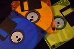 Drie diskettes tegen zwarte achtergrond stock foto