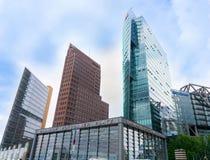 Drie distintively verschillende architecturalhigh-stijgingsgebouwen Royalty-vrije Stock Foto's