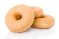 Drie doughnuts of donuts geïsoleerd¯ Stock Afbeeldingen