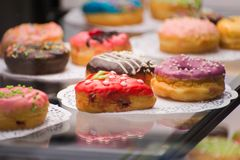 Drie doughnuts op de tegenclose-up royalty-vrije stock fotografie