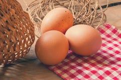 Drie eieren op de lijst Royalty-vrije Stock Afbeeldingen