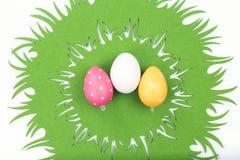 Drie eieren op Pasen-tafelkleed Royalty-vrije Stock Foto