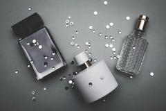 Drie flessen vrouwelijk parfum stock afbeelding