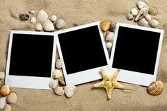 Drie foto's op het zand royalty-vrije stock foto's