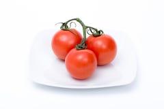 Drie geïsoleerde tomaten stock foto's