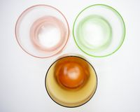 Drie gekleurde glazen Stock Afbeeldingen
