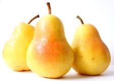 Drie gele die peren, op een witte achtergrond worden geïsoleerd Royalty-vrije Stock Afbeeldingen