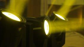 Drie gele schijnwerpers stock footage