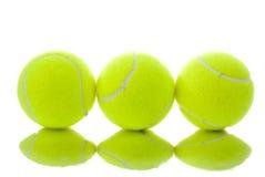 Drie gele tennisballen Royalty-vrije Stock Foto's