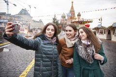 Drie Gelukkige Mooie meisjes stock foto's