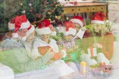 Drie generatiefamilie het vieren Kerstmis Royalty-vrije Stock Foto