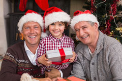 Drie generatiefamilie het vieren Kerstmis Stock Fotografie