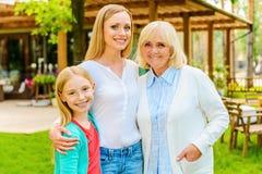 Drie generaties van gelukkige vrouwen Royalty-vrije Stock Foto