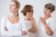 Drie generatiesfamilie stock afbeeldingen