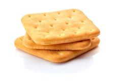 Drie gezouten crackers op wit Stock Fotografie