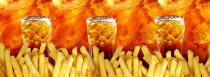 Drie glazen met kola en frieten op colas Stock Fotografie