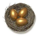 Drie gouden eieren in een nest Stock Fotografie