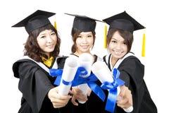 Drie graduatie Aziatische meisjes Stock Afbeeldingen