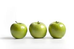 Drie groene glanzende appelen van de Granny Smith Stock Foto's
