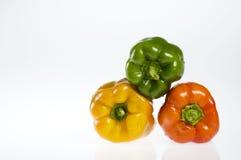 Drie groene paprika's op wit Stock Afbeeldingen