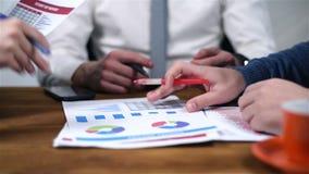 Drie Handelaar Checking Report stock footage