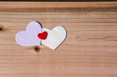 Drie harten op houten achtergrond Valentine Day, familie, het concept van de huwelijksliefde Royalty-vrije Stock Foto's