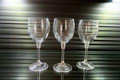 Drie hoge transparante glazen op een mooie bruine achtergrond royalty-vrije stock foto's