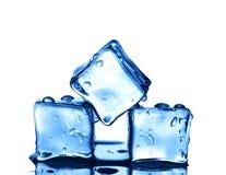 Drie ijsblokjes op witte achtergrond Royalty-vrije Stock Afbeeldingen
