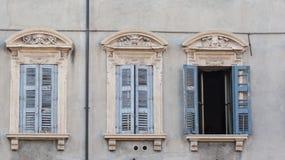 Drie Italiaanse stijlvensters Stock Foto's