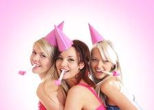 Drie jonge meisjes hebben een verjaardagspartij Royalty-vrije Stock Fotografie