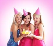 Drie jonge meisjes hebben een verjaardagspartij Stock Afbeelding