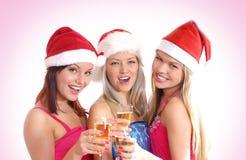 Drie jonge meisjes vieren Kerstmis Stock Afbeeldingen