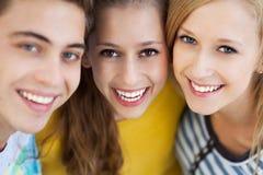 Drie jonge vrienden Royalty-vrije Stock Foto's