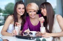 Drie jonge vrouwen Royalty-vrije Stock Afbeeldingen