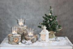 Drie kaarsen en Kerstboom Royalty-vrije Stock Foto's