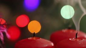 Drie Kaarsen van Kerstmis blaas uit de brand stock footage