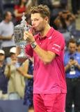 Drie keer Grote Slagkampioen Stanislas Wawrinka van Zwitserland tijdens trofeepresentatie na zijn overwinning bij US Open 2016 Stock Afbeelding